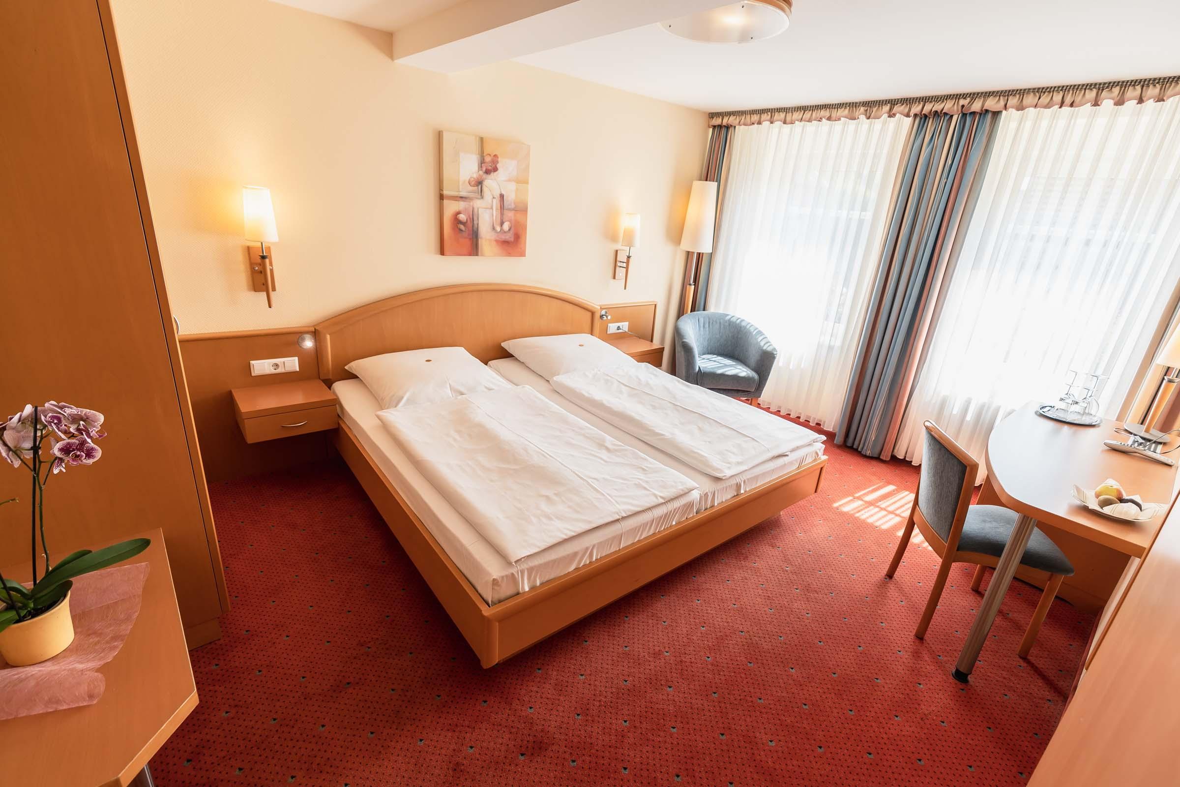 Alternativtext - Flair Hotel Deutsches Haus Arendsee Doppelzimmer Bett